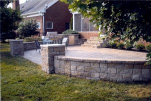 patio with rounded wall
